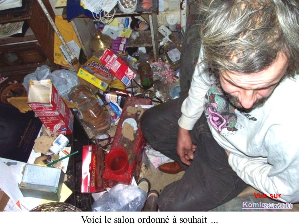 Voici le salon ordonné à souhait... Vue sur Komique.com Komique.com