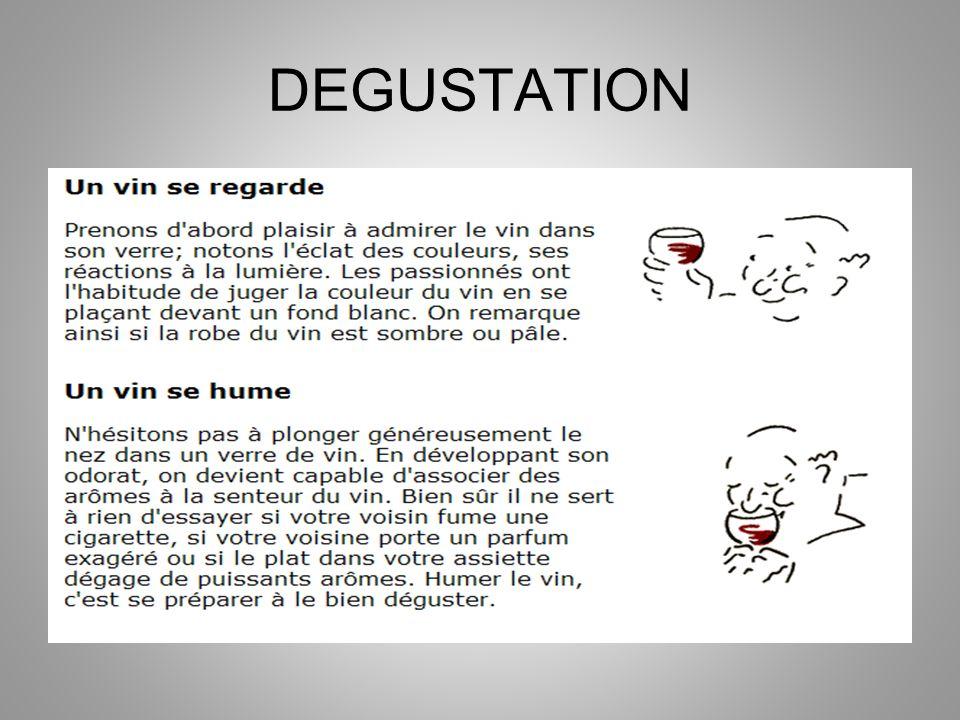 LES VINIFICATIONS SPECIALES Le champagne Le champagne possède deux particularités : cest un vin blanc élaboré à partir de deux cépages rouges (pinot noir, meunier) et dun cépage blanc (chardonnay), cest donc un mélange de raisins rouges et de raisins blancs ; son effervescence est du à une deuxième fermentation en bouteille.