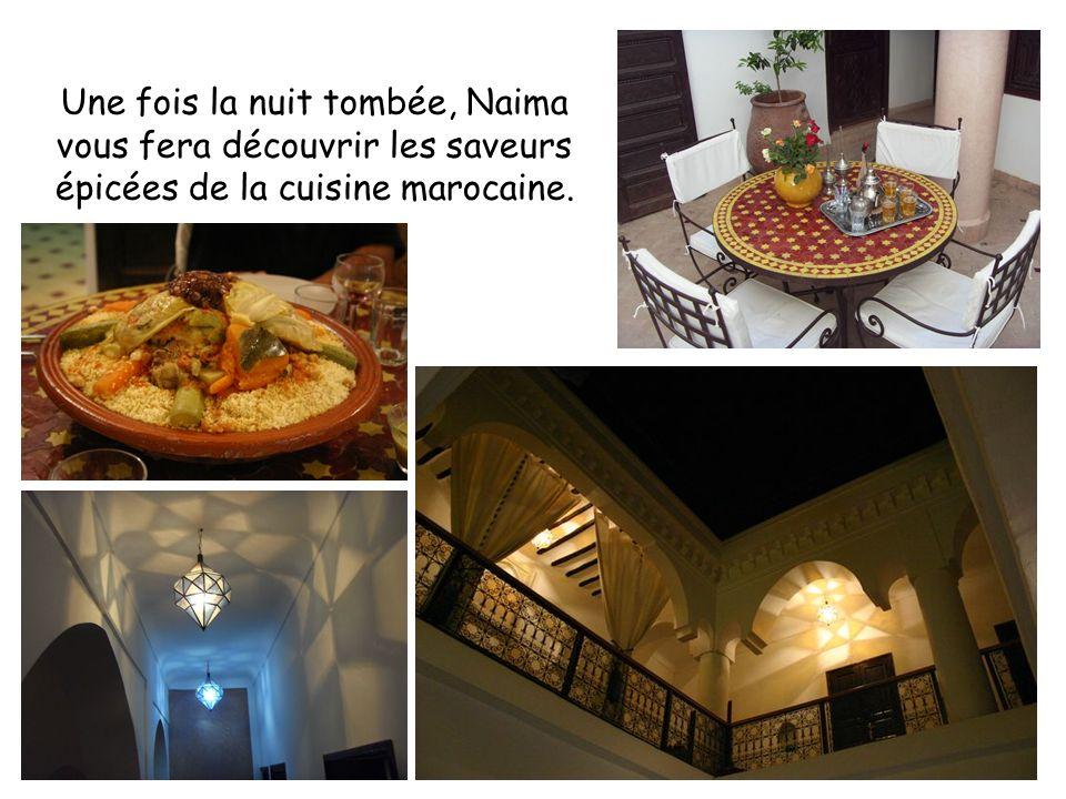 Une fois la nuit tombée, Naima vous fera découvrir les saveurs épicées de la cuisine marocaine.