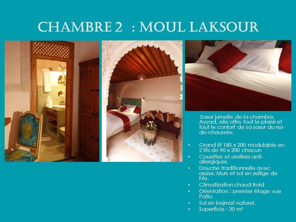Chambre 2 : MOUL LAKSOUR Sœur jumelle de la chambre Ayyad, elle offre tout le plaisir et tout le confort de sa sœur du rez- de-chaussée. Grand lit 180