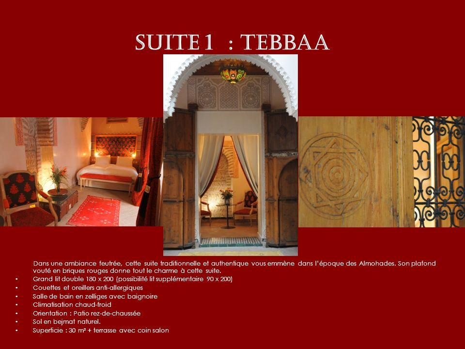 SUITE 1 : TEBBAA Dans une ambiance feutrée, cette suite traditionnelle et authentique vous emmène dans lépoque des Almohades. Son plafond vouté en bri