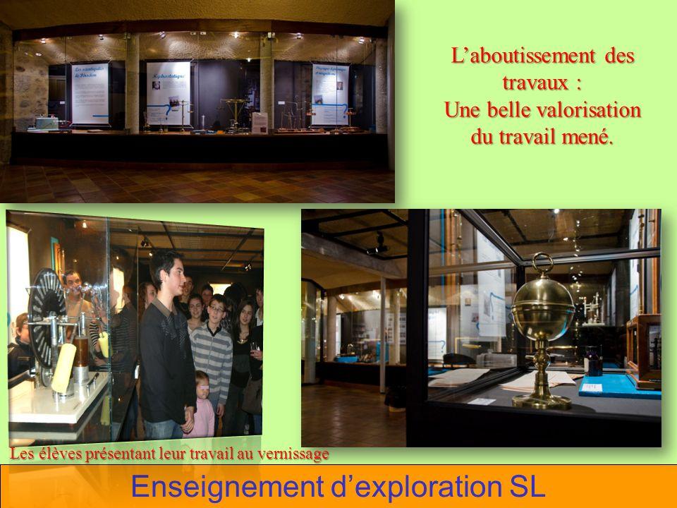 Enseignement dexploration SL Laboutissement des travaux : Une belle valorisation du travail mené. Les élèves présentant leur travail au vernissage