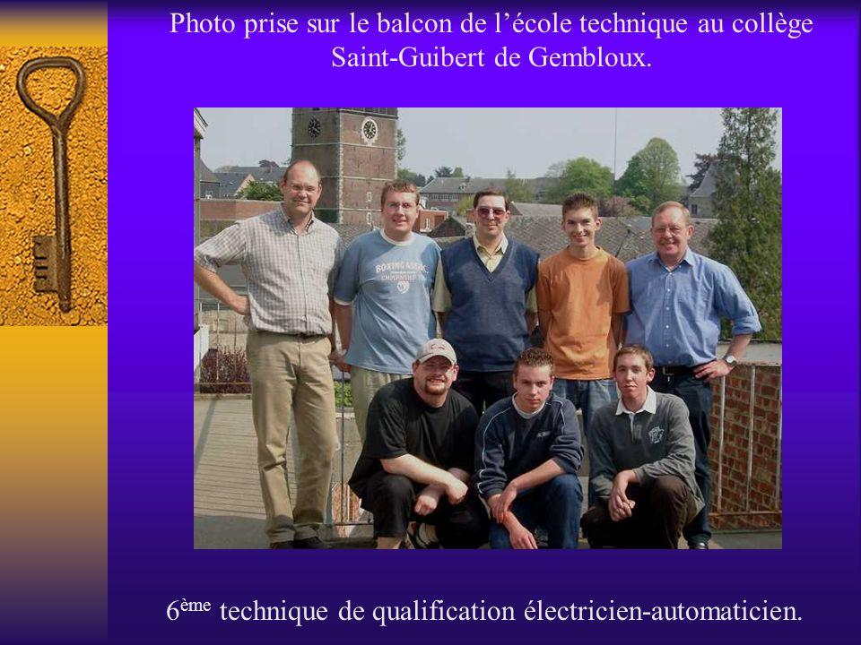 Photo prise sur le balcon de lécole technique au collège Saint-Guibert de Gembloux. 6 ème technique de qualification électricien-automaticien.