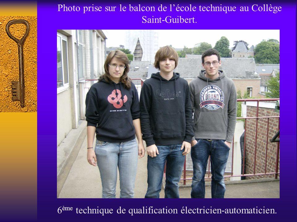 Photo prise sur le balcon de lécole technique au Collège Saint-Guibert. 6 ème technique de qualification électricien-automaticien.