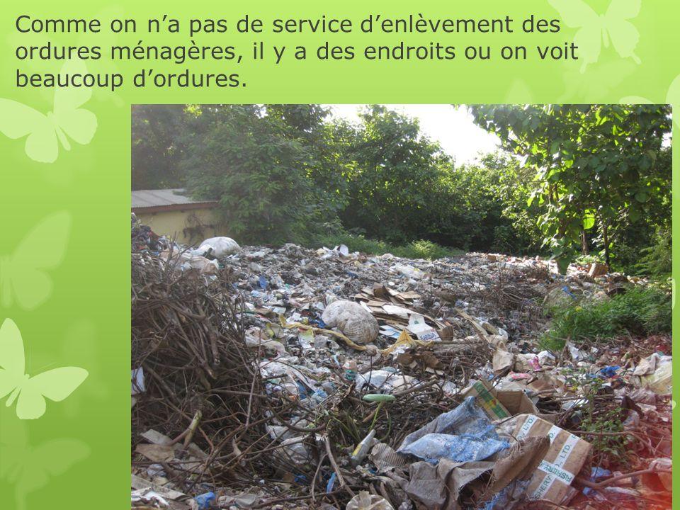 Comme on na pas de service denlèvement des ordures ménagères, il y a des endroits ou on voit beaucoup dordures.