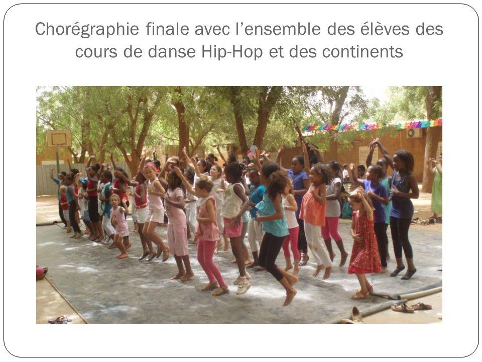 Chorégraphie finale avec lensemble des élèves des cours de danse Hip-Hop et des continents