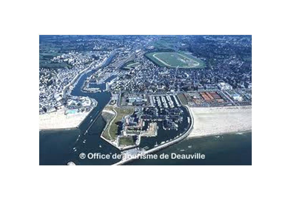 La commune est située à l embouchure de la Touques qui la sépare de Trouville-sur-Mer, et s étend en partie le long du fleuve.