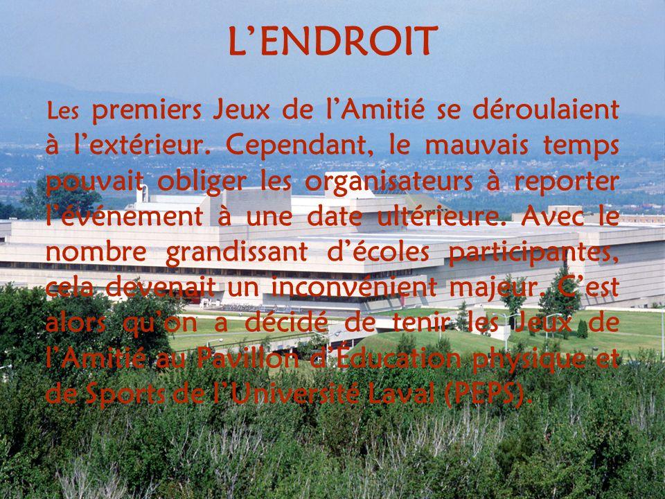 LENDROIT Les premiers Jeux de lAmitié se déroulaient à lextérieur.