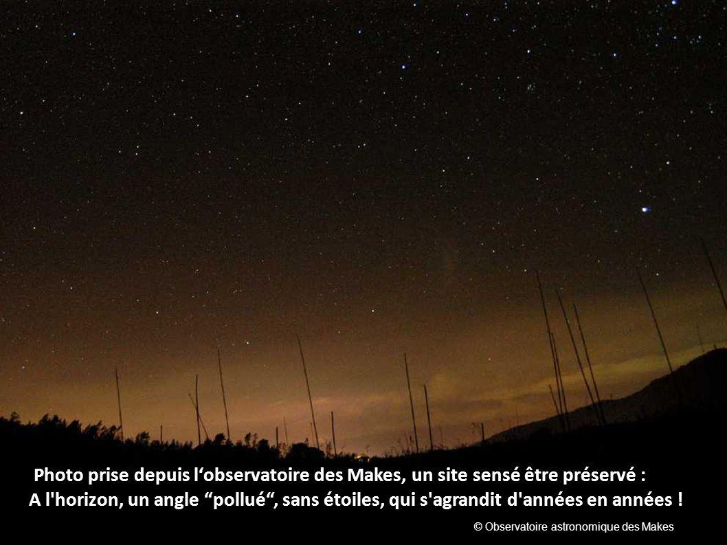 Photo prise depuis lobservatoire des Makes, un site sensé être préservé : A l'horizon, un angle pollué, sans étoiles, qui s'agrandit d'années en année