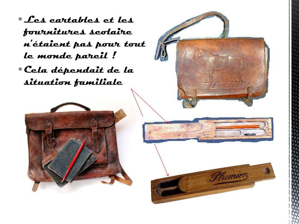 Autrefois, les cartables étaient en cuir : ils avaient deux grandes poches. Plus rarement ils avaient deux petites poches devant. Les enfants écrivaie