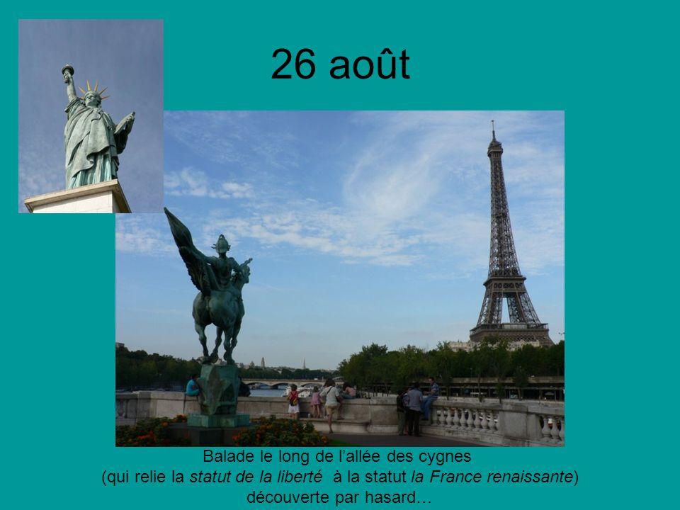 26 août Balade le long de lallée des cygnes (qui relie la statut de la liberté à la statut la France renaissante) découverte par hasard…
