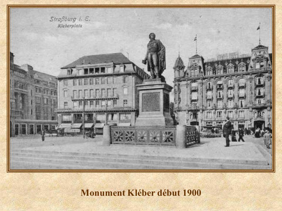 Place Kléber - 1920 - au fond lancienne Maison Rouge