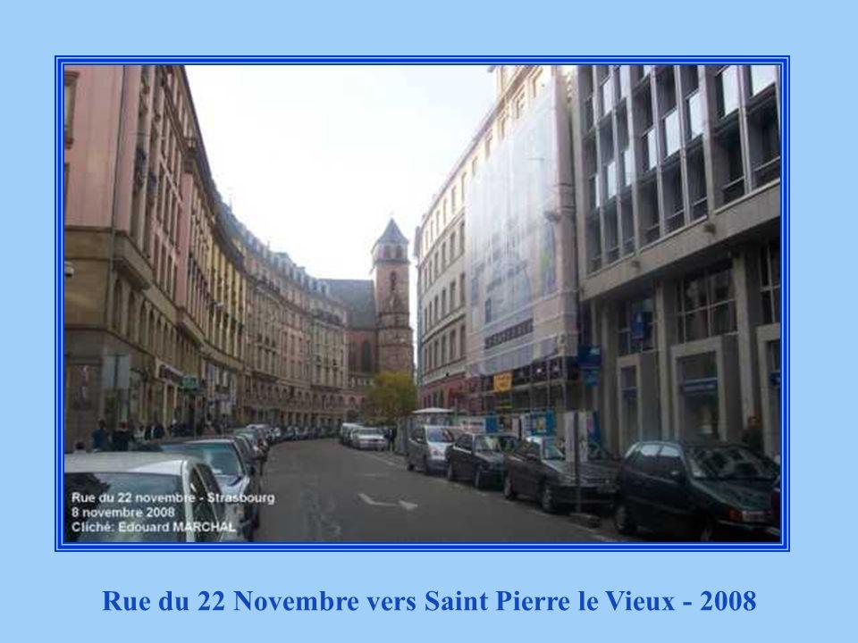 Rue du 22 Novembre anciennement rue Neuve vers Saint Pierre le Vieux en 1920
