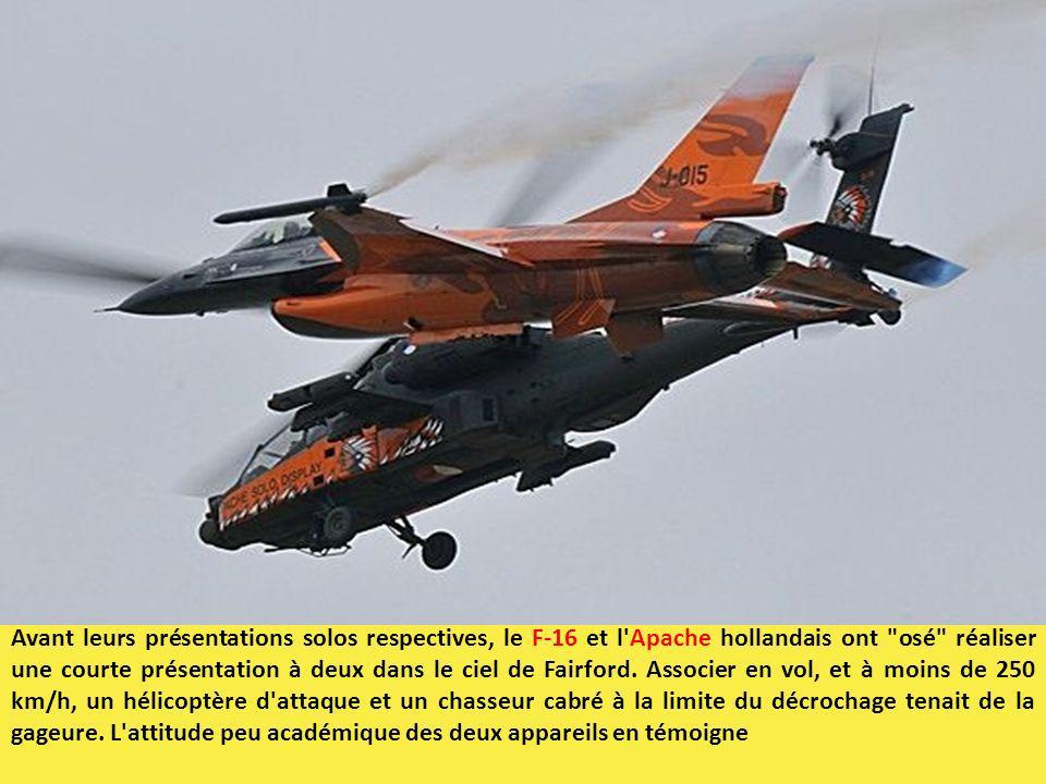 Avant leurs présentations solos respectives, le F-16 et l'Apache hollandais ont