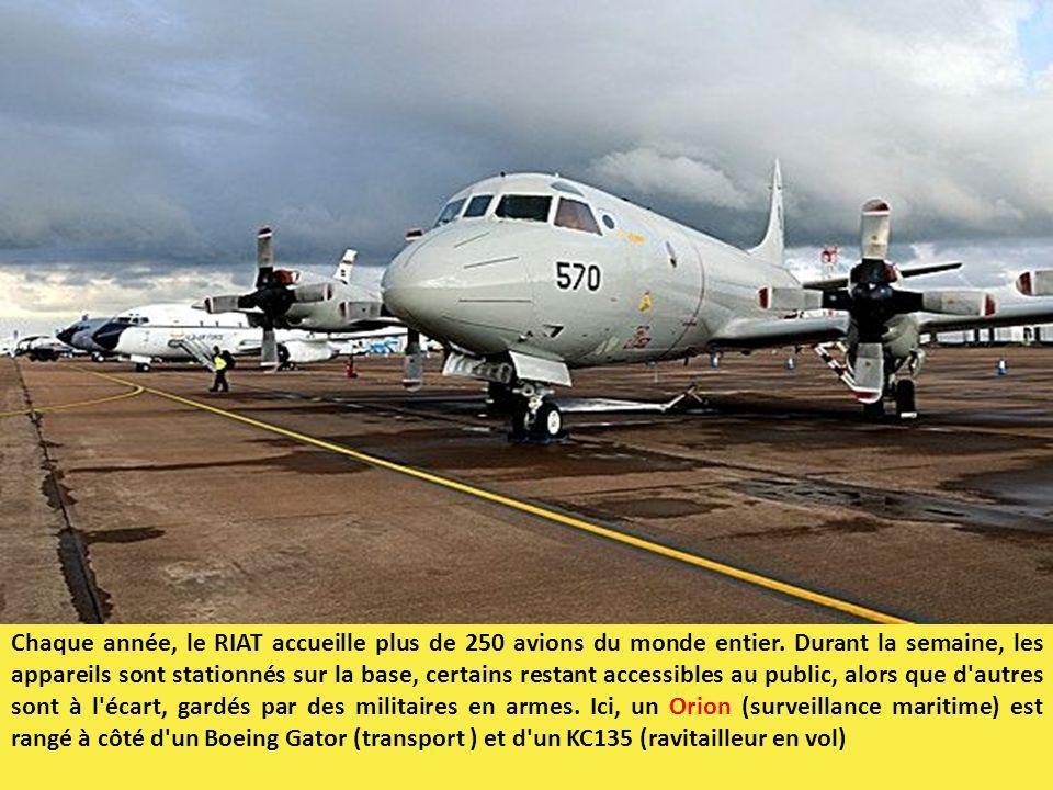 Chaque année, le RIAT accueille plus de 250 avions du monde entier. Durant la semaine, les appareils sont stationnés sur la base, certains restant acc
