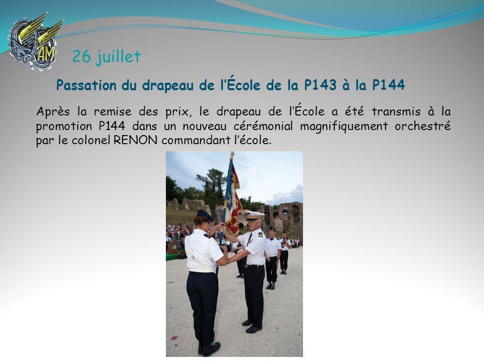 26 juillet Après la remise des prix, le drapeau de lÉcole a été transmis à la promotion P144 dans un nouveau cérémonial magnifiquement orchestré par l