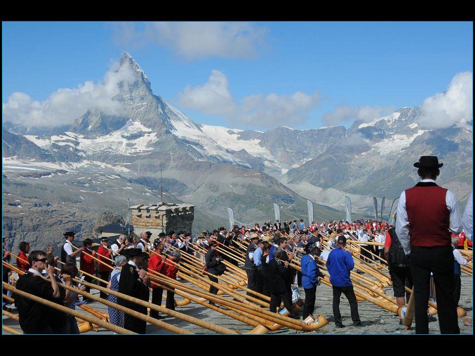 17 août au Gornergrat 508 joueurs de cor des Alpes record mondial battu
