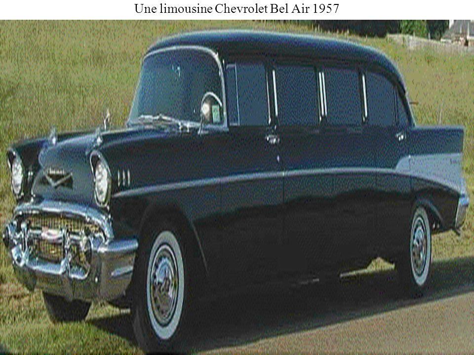 Une limousine Chevrolet Bel Air 1957