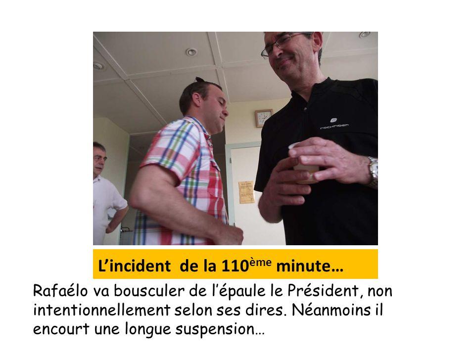 Lincident de la 110 ème minute… Rafaélo va bousculer de lépaule le Président, non intentionnellement selon ses dires. Néanmoins il encourt une longue