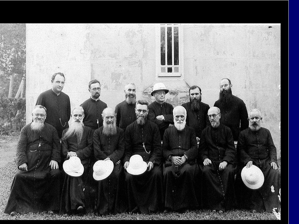 En cette année sacerdotale nous rendons hommage Aux missionnaires qui, depuis le 7 août 1834, ont bâti les églises et les « amuiraa » du diocèse de Pa