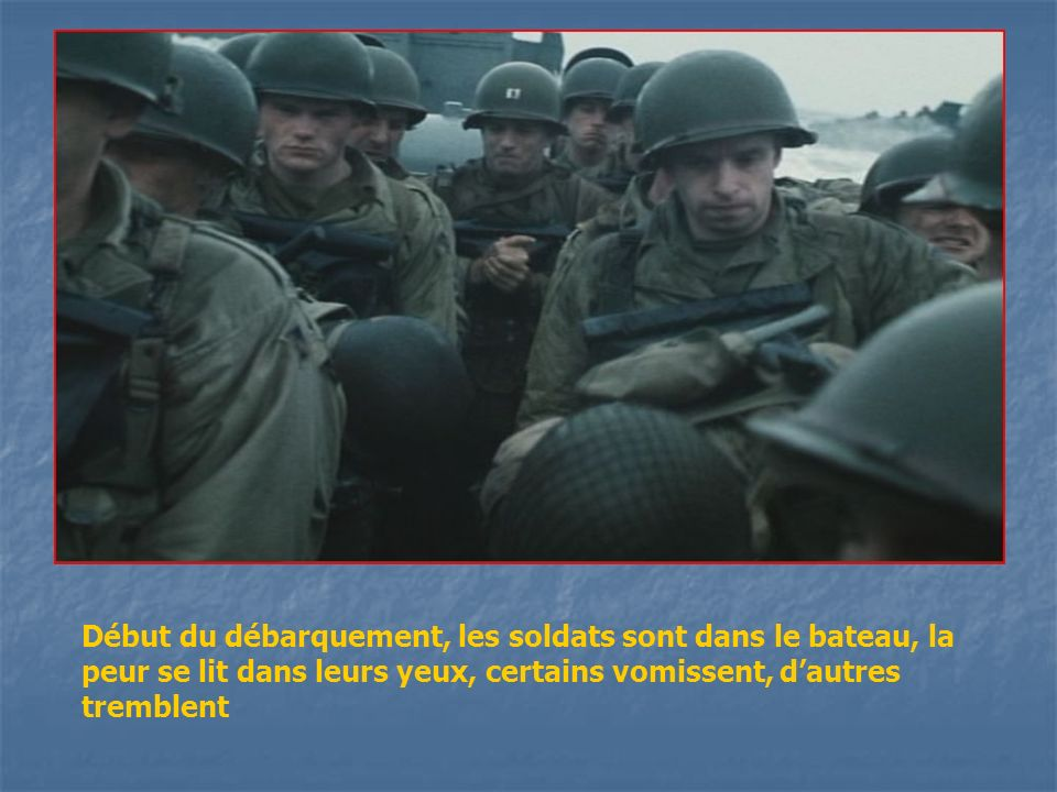 Début du débarquement, les soldats sont dans le bateau, la peur se lit dans leurs yeux, certains vomissent, dautres tremblent