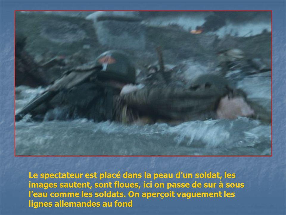 Le spectateur est placé dans la peau dun soldat, les images sautent, sont floues, ici on passe de sur à sous leau comme les soldats. On aperçoit vague