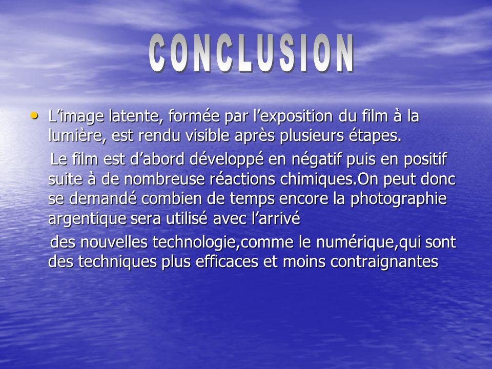 Limage latente, formée par lexposition du film à la lumière, est rendu visible après plusieurs étapes.