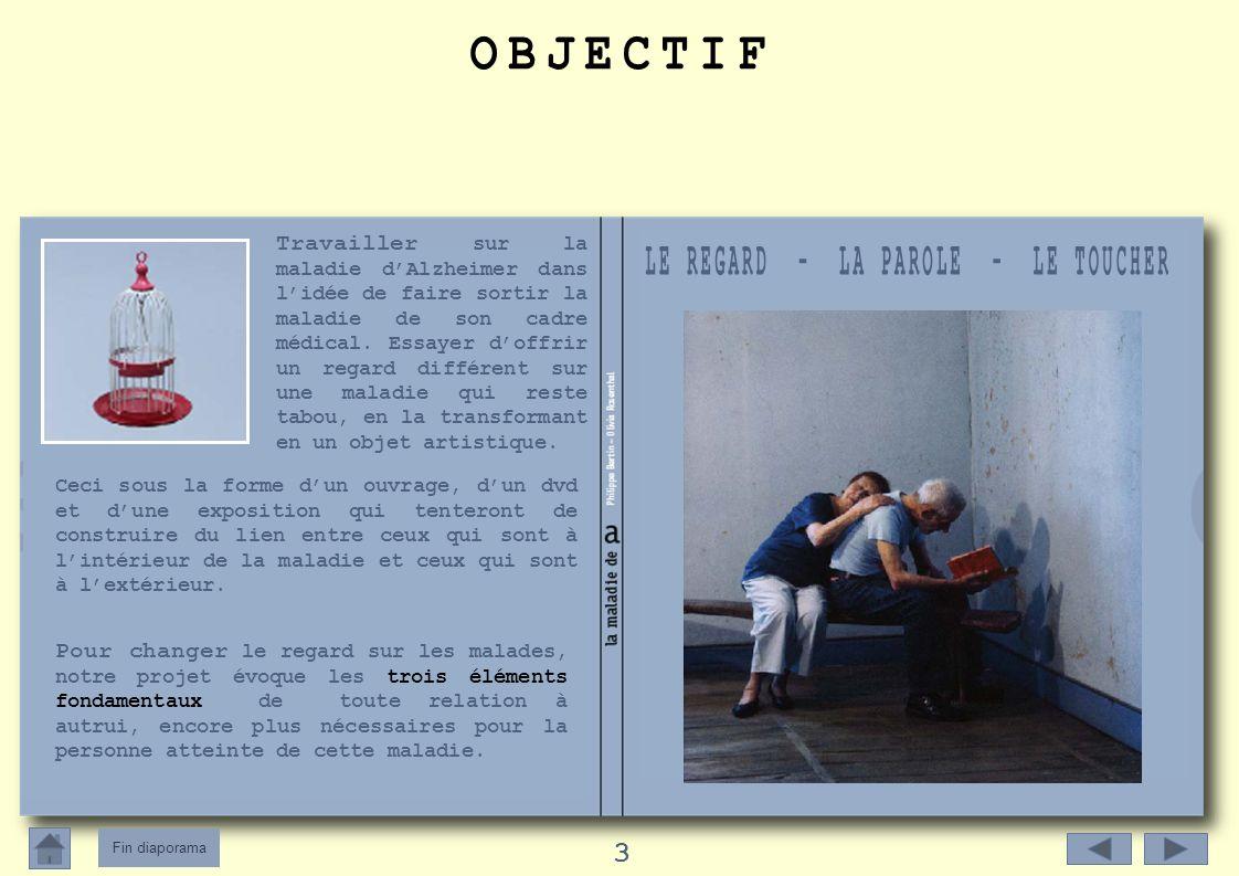 Fin diaporama 4 Photographies sur bâche Scènes du quotidien : 10 pièces en format 66 x 90cm Nous partageons avec ces photographies la vie dun couple de retraités malade/aidant), joués par deux comédiens, dans un décor bleu monochrome.