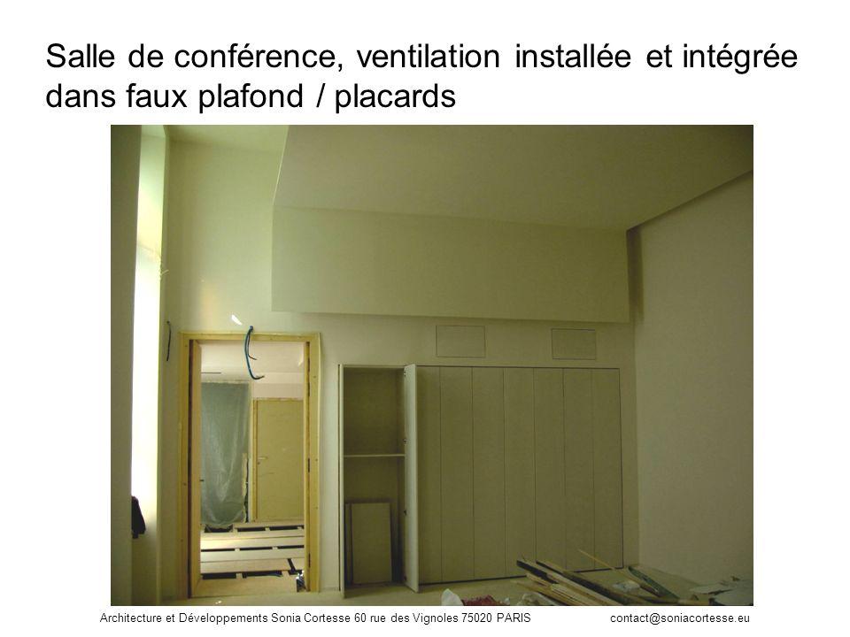 Salle de conférence, ventilation installée et intégrée dans faux plafond / placards