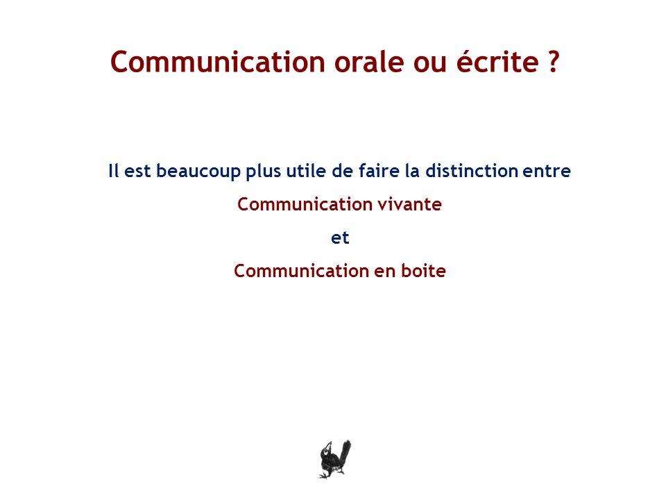 Il est beaucoup plus utile de faire la distinction entre Communication vivante et Communication en boite i Communication orale ou écrite .