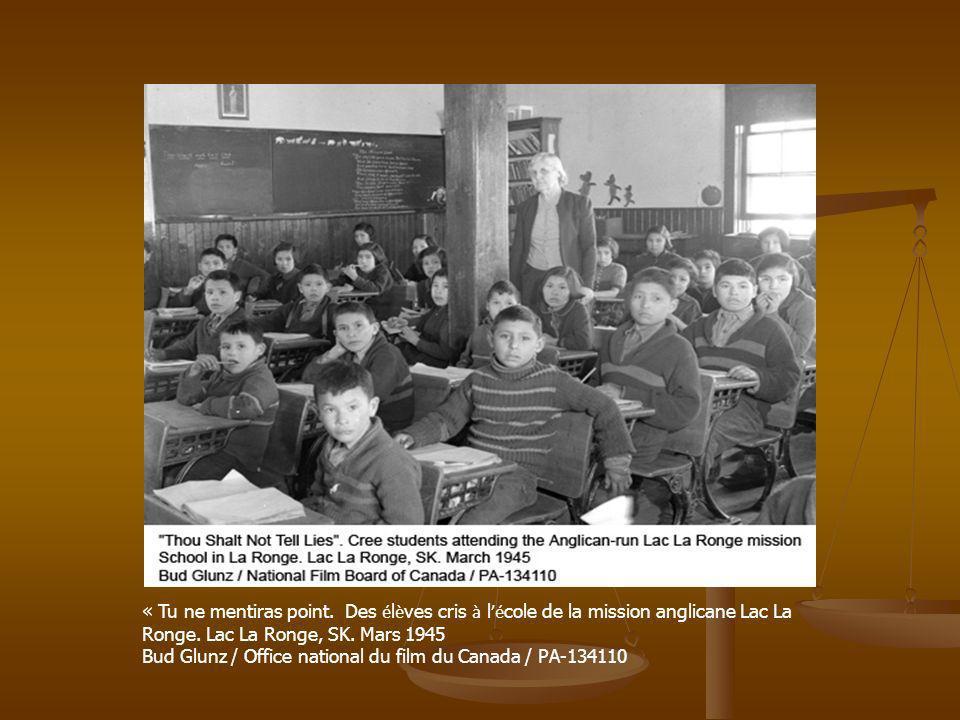 « Tu ne mentiras point. Des é l è ves cris à l é cole de la mission anglicane Lac La Ronge. Lac La Ronge, SK. Mars 1945 Bud Glunz / Office national du