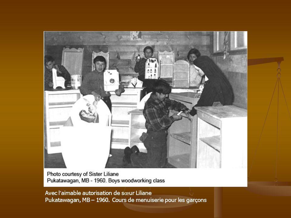 Avec l aimable autorisation de s œ ur Liliane Pukatawagan, MB – 1960. Cours de menuiserie pour les garçons