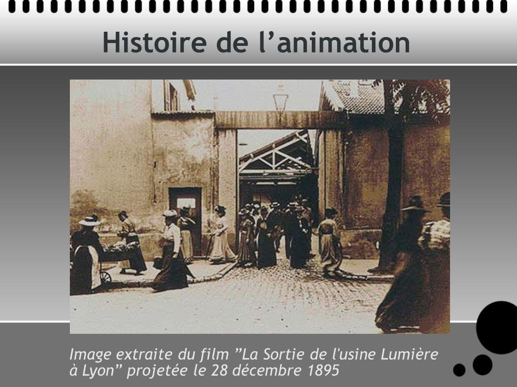 Histoire de lanimation Image extraite du film La Sortie de l usine Lumière à Lyon projetée le 28 décembre 1895