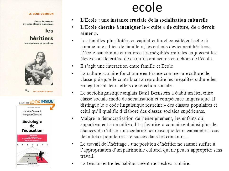 ecole LEcole : une instance cruciale de la socialisation culturelle LEcole cherche à inculquer le « culte » de culture, de « devoir aimer ». Les famil