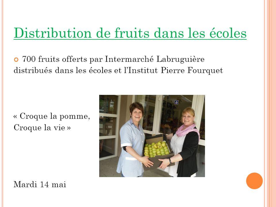 Distribution de fruits dans les écoles 700 fruits offerts par Intermarché Labruguière distribués dans les écoles et lInstitut Pierre Fourquet « Croque la pomme, Croque la vie » Mardi 14 mai