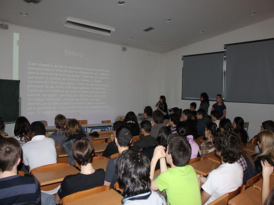 A la sonnerie de 10h, les élèves marocains font fait une visite de linstitution du Sacré-Cœur, guidés par les correspondants.