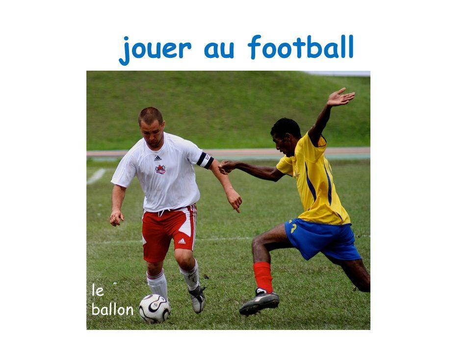 jouer au football la bate la bale le ballon