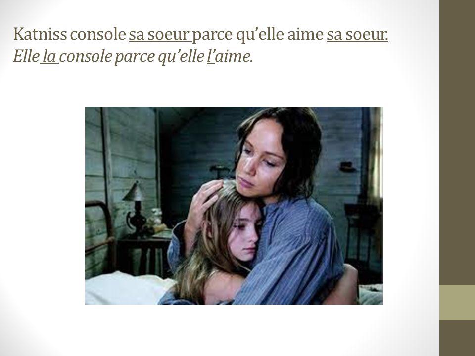 Katniss regarde Peeta. Elle le regarde. Peeta regarde Katniss. Il la regarde.