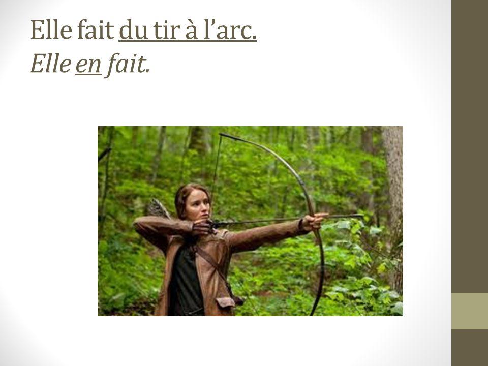 Katniss doit aller aux toilettes. Elle doit y aller.
