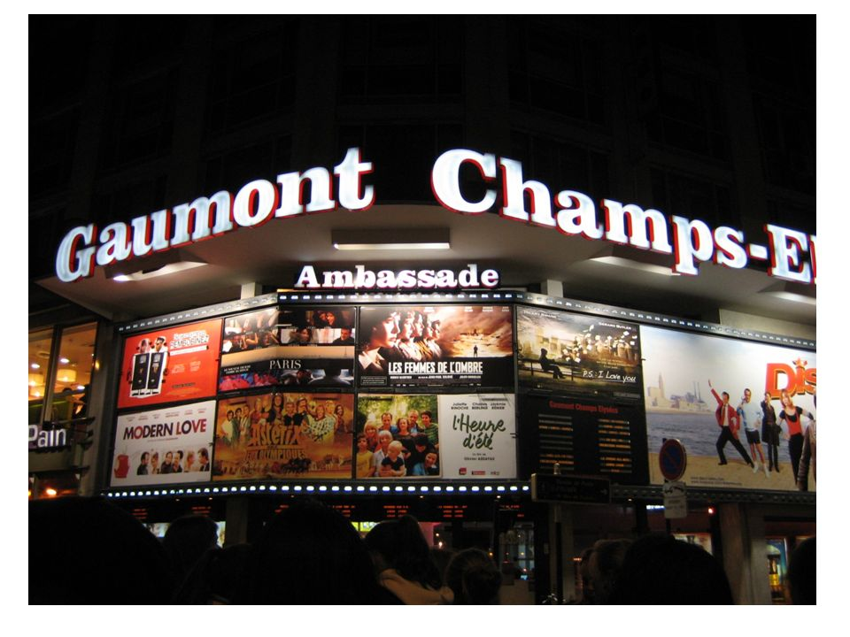 Allez sur Internet Google: cinémas à Paris http://www.google.com/search?q=cin%C3%A9mas+% C3%A0+Paris&rls=com.microsoft:en-us:IE- SearchBox&ie=UTF-8&oe=UTF- 8&sourceid=ie7&rlz=1I7SKPB_enUS289&safe=activ e ou Cinéma Gaumont - http://www.cinemasgaumontpathe.com/http://www.cinemasgaumontpathe.com/ Cinéma Pathé