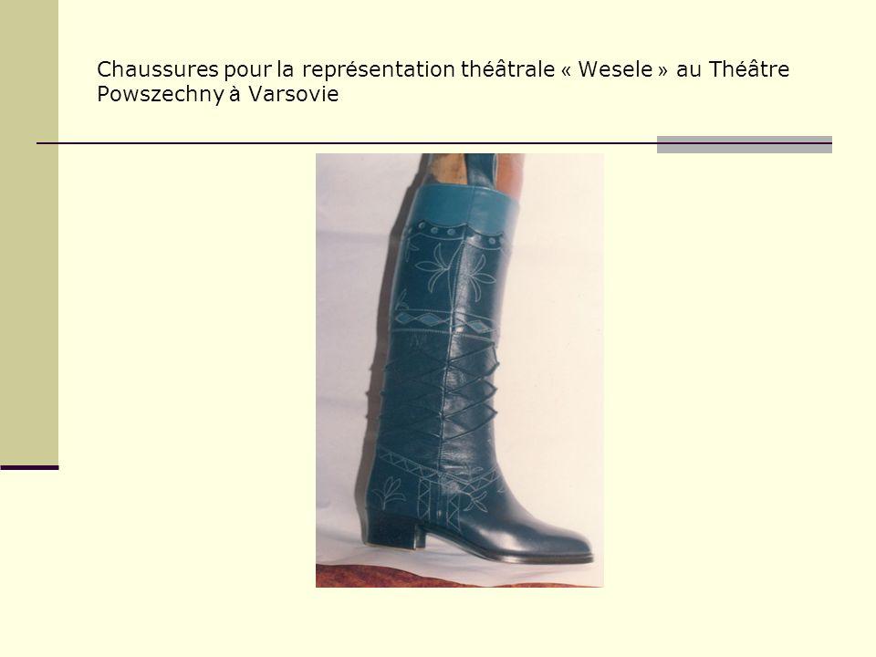 Chaussures pour la repr é sentation th é âtrale « Wesele » au Th é âtre Powszechny à Varsovie