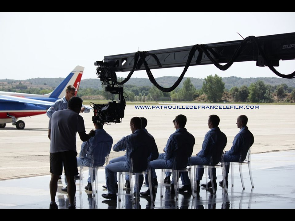 Briefing - Chaque vol, que ce soit d entraînement, de démonstration ou de liaison, est précédé d un briefing puis suivi par un débriefing.