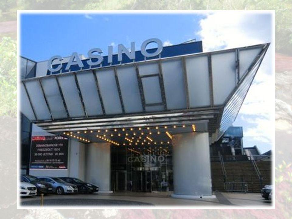 Face au succès grandissant de l événement et au développement du tourisme daffaires (les premières éditions du MIPTV débute dès 1965), la ville de Cannes prend la décision de construire en 1979, un nouveau palais sur lemplacement du Casino municipal, au bout de la Croisette, à proximité du vieux port.