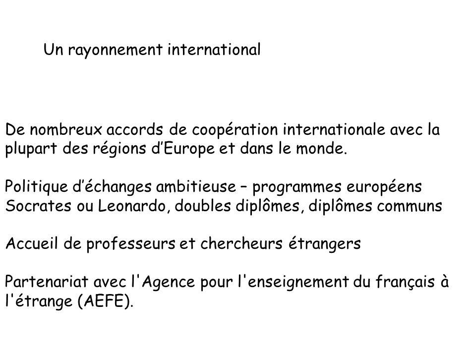 L académie de Grenoble en chiffres 2012-2013 693 467 élèves, apprentis et étudiants, la 7e académie de France par son nombre d élèves Une des 1ères académies de France pour son taux de réussite au baccalauréat, toutes séries confondues : 88,8 % 3 459 établissements scolaires dont : 2899 écoles 526 établissements du 2d degré 5 universités (dont lInstitut National Polytechnique de Grenoble(INPG)