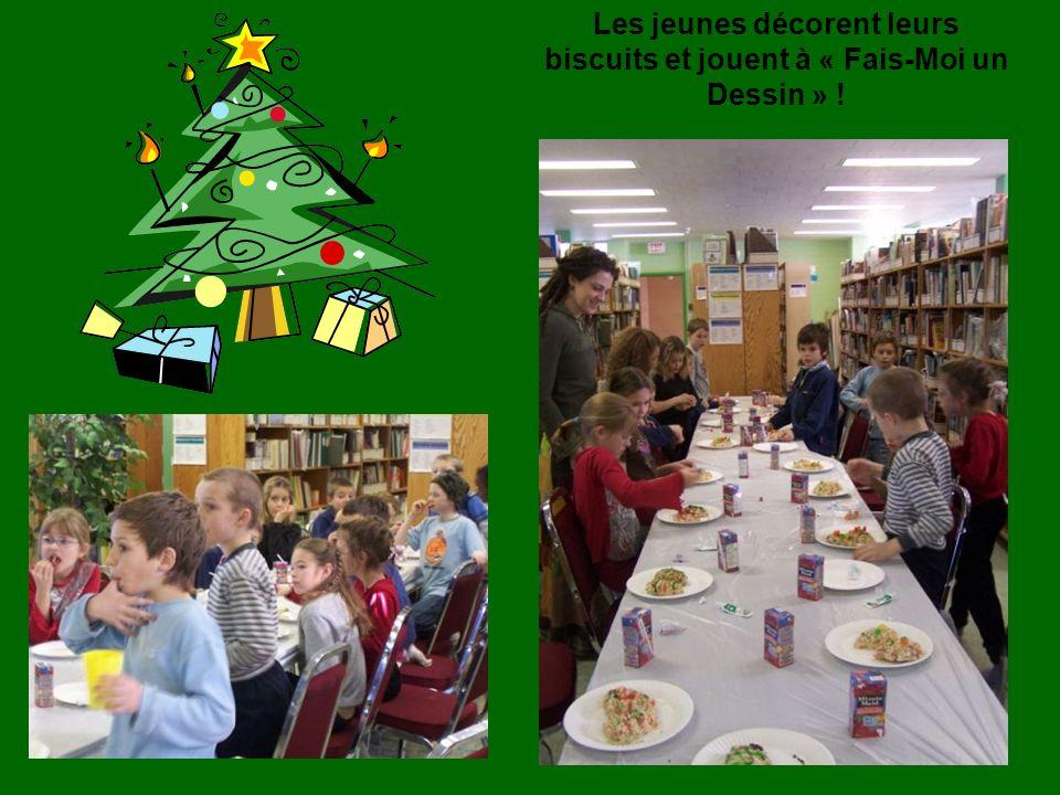 Les jeunes décorent leurs biscuits et jouent à « Fais-Moi un Dessin » !