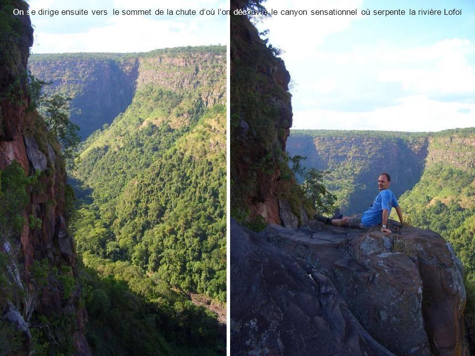 On se dirige ensuite vers le sommet de la chute doù lon découvre le canyon sensationnel où serpente la rivière Lofoï