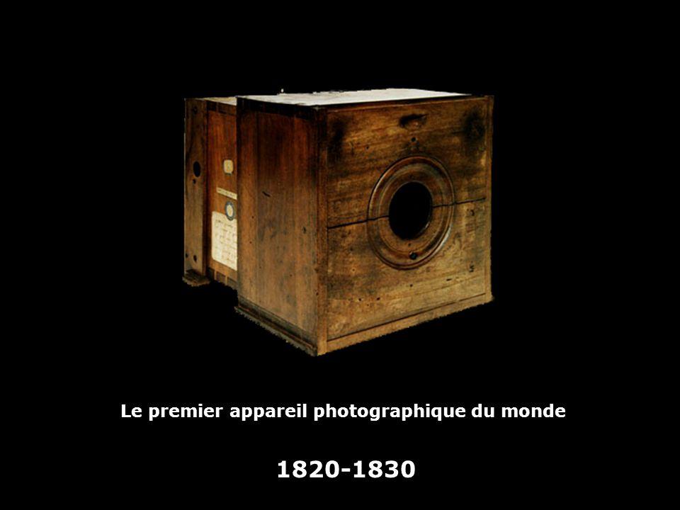 En 1822, images positives Héliographies de Niepce à laide de bitume de Judée étendu sur une plaque détain (bitume soluble dans lessence de lavande et le pétrole, mais insoluble là où il a été impressionné par la lumière).