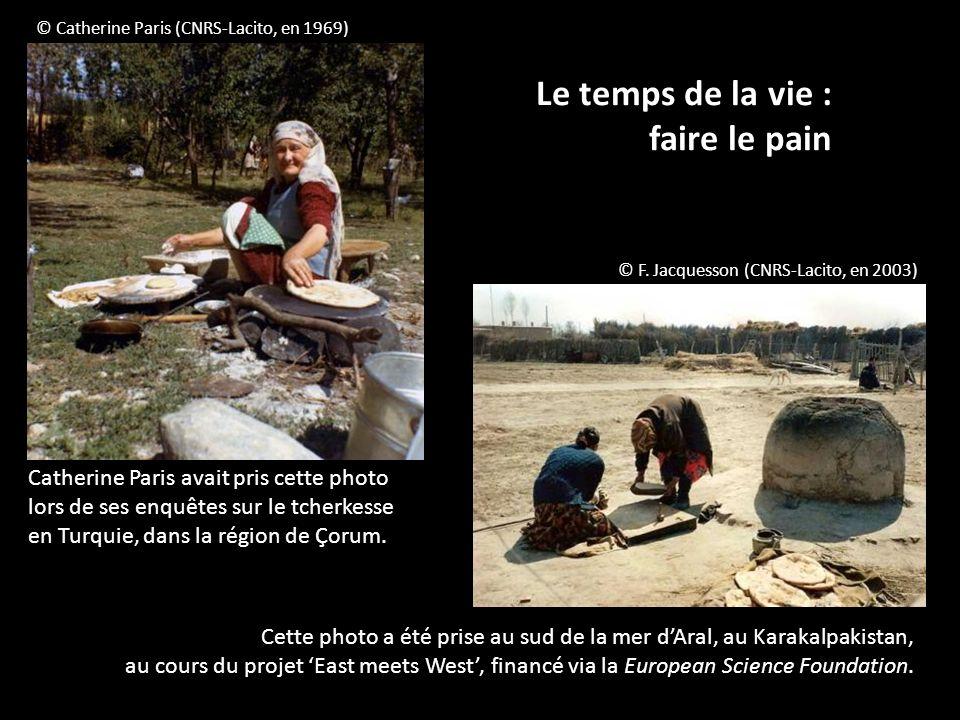 Le temps de la vie : faire le pain © F. Jacquesson (CNRS-Lacito, en 2003) © Catherine Paris (CNRS-Lacito, en 1969) Catherine Paris avait pris cette ph