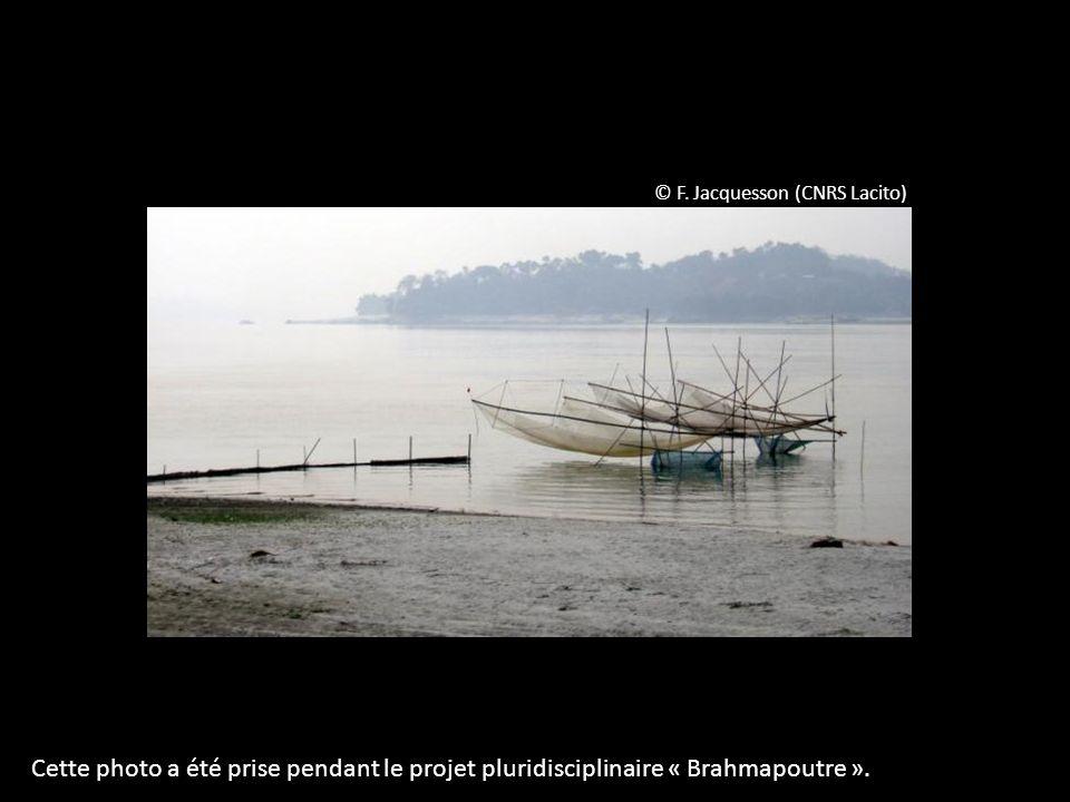 © F. Jacquesson (CNRS Lacito) Cette photo a été prise pendant le projet pluridisciplinaire « Brahmapoutre ».