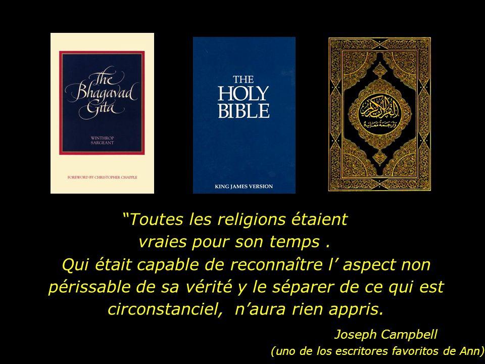Dans notre maison, la Bible, le Coran, le Bhagavad Gita Étaient disposés sur la console...
